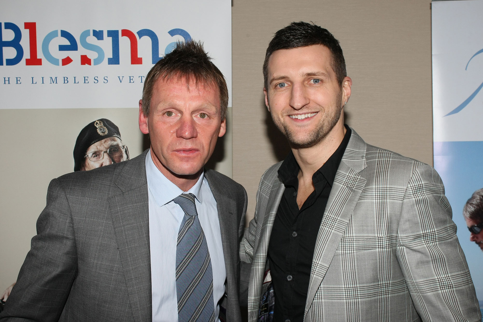 ¿Cuánto mide Stuart Pearce? - Altura - Real height Forest-manager-Stuart-pearce-l-with-World-Boxing-Champion-Carl-Froch